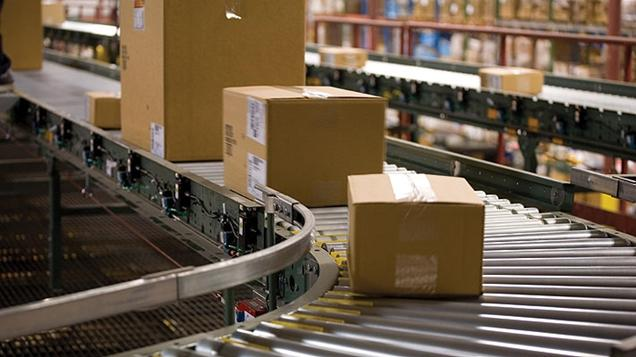 packages-on-a-conveyor